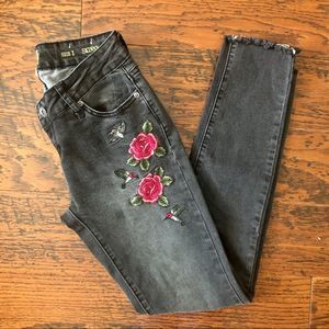 True Craft Embroidered Raw Hem Skinny Jeans Size 1